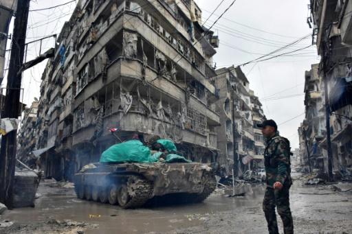 Un tank des forces pro-régime dans le quartier Jisr al-Haj, durant l'offensive des forces anti-rebelles pour reprendre la partie est d'Alep, le 14 décembre 2016. © George OURFALIAN AFP/Archives