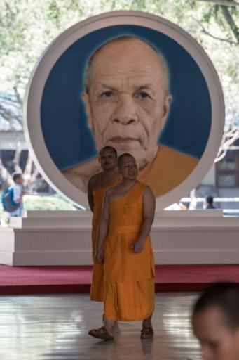 Des moines du temple Dhammakaya, près de Bangkok, en Thaïlande, le 28 février 2017 © Roberto SCHMIDT AFP