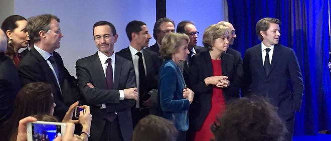 La garde rapprochée de François Fillon au QG de campagne pendant la conférence de presse du candidat LR. Son entourage a persuadé Fillon de ne pas se servir de son immunité parlementaire.