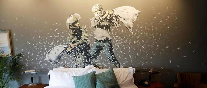 La dernière œuvre de Banksy est un hôtel jouxtant le mur de séparation entre Israël et les Territoires palestiniens.