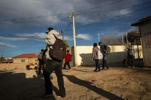 Des migrants expulsés à Nogales, à la frontière américano-mexicaine, le 16 février 2017 © GUILLERMO ARIAS AFP