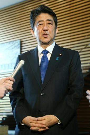 Le Premier ministre japonais Shinzo Abe a déclaré lors d'un point presse que trois missiles étaient tombés en mer dans la zone économique exclusive (ZEE) du Japon, le 6 mars 2017 à Tokyo © STR JIJI PRESS/AFP
