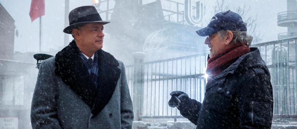 """Steven Spielberg et Tom Hanks dans """"Le Pont des espions""""."""