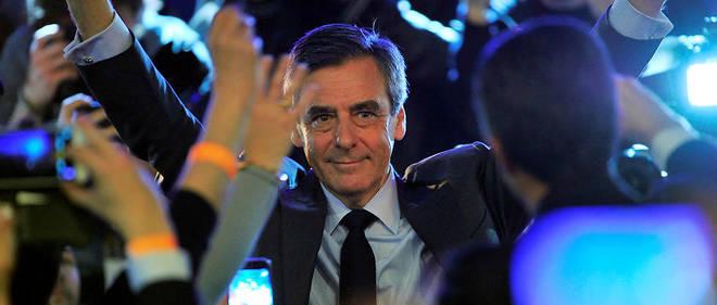 En meeting à Orléans, François Fillon a reçu les encouragements de 3 500 personnes.