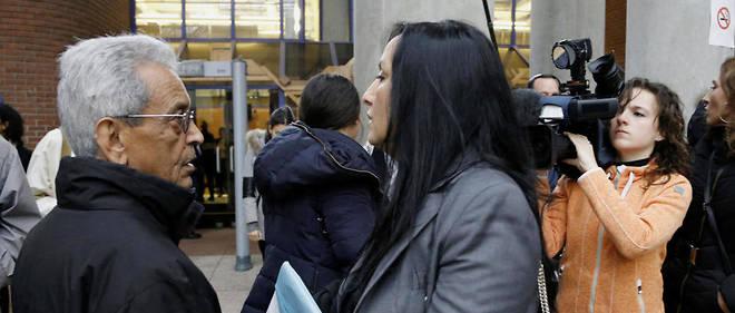 Amal Bentounsi, la soeur de la victime, et Abdel Atif Bentousi son père, le 11 janvier 2016, lors du procès en première instance.