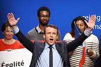 Les meetings de Macron de télévangéliste californien, avec bras en croix, cris hystériques et « je vous aime ! » lui auraient valu il y a quelques décennies un billet pour Charenton plutôt que pour l'Élysée... ©JEAN-FRANCOIS MONIER