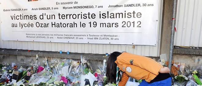 «Jonathan Sandler, ses deux fils, Gabriel, 3 ans, Arieh, 6 ans, ainsi que Myriam Monsonego, 8 ans, ont été assassinésparce qu'ils étaient de confession juive», a souligné le chef de l'État.