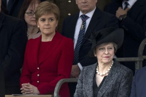 La Première ministre écossaise Nicola Sturgeon (g) et la Première ministre britannique Theresa May (d), le 9 mars 2017 à Londres © Justin TALLIS AFP