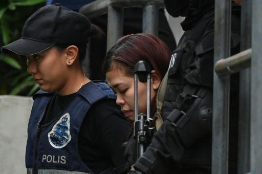 L'Indonésienne Siti Aisyah (c), escortée par des policiers, le 1er mars 2017 à Sepang, en Malaisie © Mohd RASFAN AFP/Archives