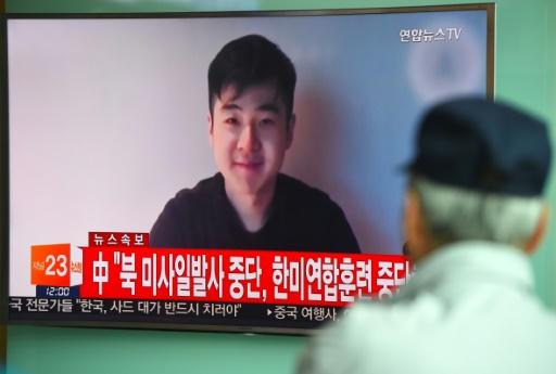La vidéo d'un homme se présentant comme le fils de Kim Jon-Nam, Kim San-Hol, projetée sur un écran TV dans une gare de Séoul, le 8 mars 2017 en Corée du Sud © JUNG Yeon-Je AFP/Archives