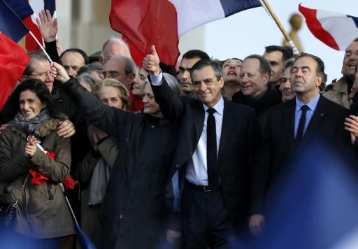 Marie, Penelope et François Fillon lors du rassemblement du Trocadero le 5 mars 2017 à Paris © Thomas SAMSON AFP