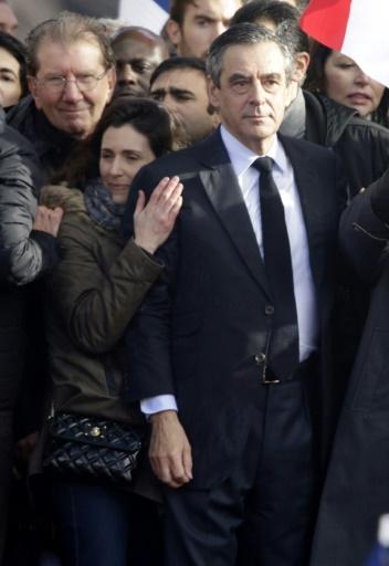 François Fillon et sa fille Marie (G) lors du rassemblement sur l'esplanade du Trocadéro le 5 mars 2017 à Paris  © GEOFFROY VAN DER HASSELT AFP