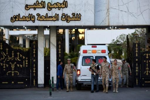 Hosni Moubarak arrive à l'hôpital militaire de Maadi au Caire, dans une ambulance, le 2 mars 2017 © MOHAMED EL-SHAHED AFP