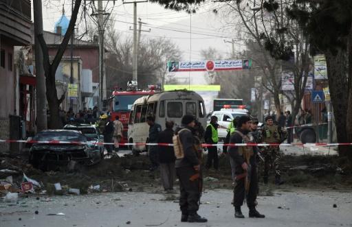 Personnel de sécurité afghan sur le site de l'explosion à Kaboul, le 13 mars 2017 © WAKIL KOHSAR AFP