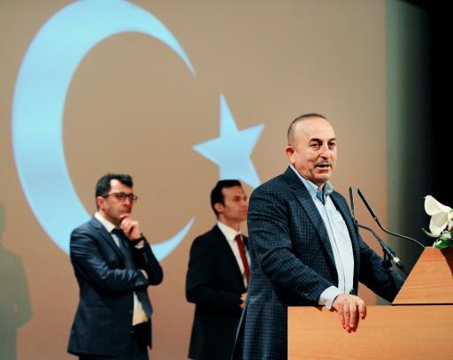 Le ministre turc des Affaires étrangères, Mevlut Cavusoglu lors d'un meeting, le 12 mars 2017 à Metz, dans l'est de la France  © JEAN-CHRISTOPHE VERHAEGEN AFP