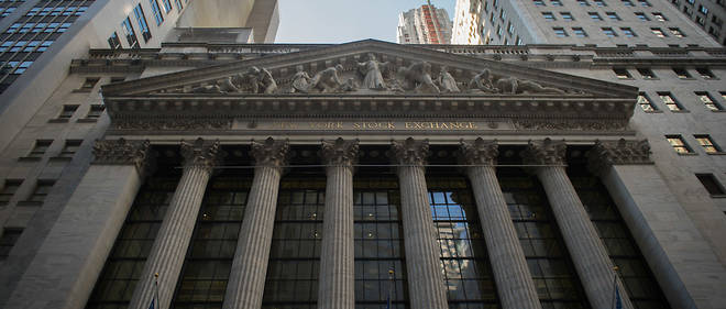 The exterior of the New York Stock Exchange during the closing bell, February 10, 2017 in New York.Wall Street stocks pushed to fresh records Friday, again rallying off comments from US President Donald Trump signalling imminent action on tax cuts. All three major indices finished at new highs for the second straight day, with the Dow Jones Industrial Average winning 0.5 percent to end at 20,269.37. / AFP PHOTO / Bryan R. Smith