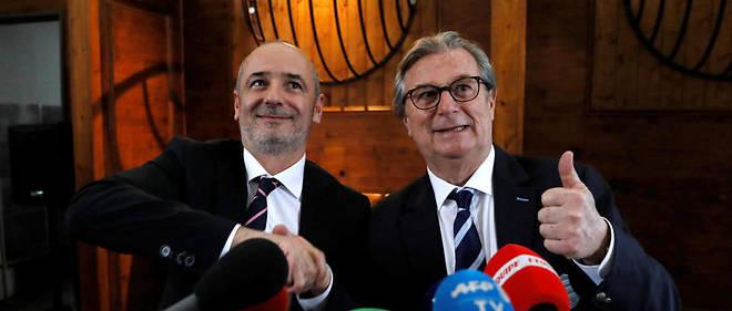 Thomas Savare (président du Stade français, à gauche) et Jacky Lorenzetti (président du Racing 92 à droite) officalisent leur projet de fusion lundi en conférence de presse.