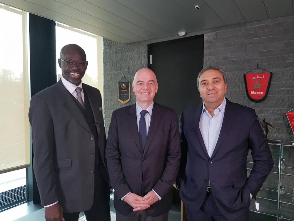 Sylvère-Henry Cissé (à gauche) à côté de Gianni Infantino, président de la Fifa. ©  SHC