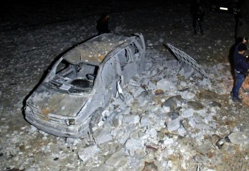 Un véhicule détruit par une frappe aérienne américaine qui a touché une mosquée, le 16 mars 2017 à Al-Jineh, dans la province d'Alep © Omar haj kadour AFP