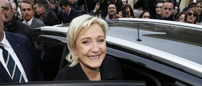 """Marine Le Pen """"ne lâche pas ses amis"""", comme le résume un historique."""