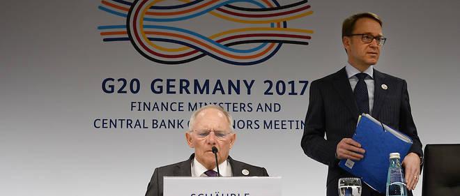 Le ministre allemand des Finances, Wolfgang Schäuble (à gauche) et le président de la Banque centrale d'Allemagne, Jens Weidmann, le 18 mars 2017 à Baden-Baden lors du G20 Finances où l'Allemagne a proposé de mettre le développement économique de l'Afrique au cœur des préoccupations du G20.
