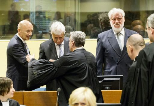 L'ex-dirigeant des Croates de Bosnie Jadranko Prlic (g) et ses co-accusés Bruno Stojic (c) et Slobodan Praljak (d), lors de leur procès devant le TPIY, le 29 mai 2013à La Haye © JIRI BULLER POOL/AFP/Archives