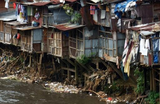 Des déchets le long des berges d'une rivière de Jakarta le 27 janvier 2017 © Bay ISMOYO AFP/Archives