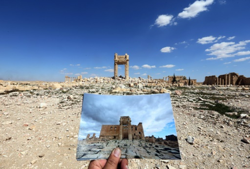 Comparaison du temple de Bêl à Palmyre, le 14 mars 2014 et le 31 mars 2016 après la destruction du site par L'État islamique © JOSEPH EID AFP/Archives