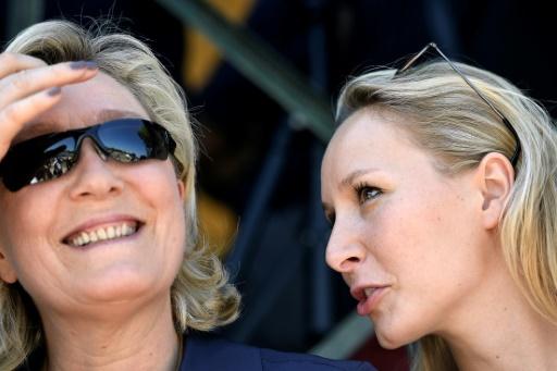 Marine Le Pen et sa nièce Marion Maréchal-Le Pen, députée FN, le 9 juillet 2016 lors d'une réunion politique au Pontet © BORIS HORVAT AFP/Archives