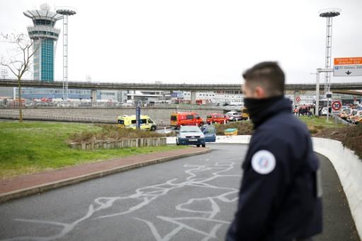 Police et secours à l'aéroport d'Orly, le 18 mars 2017 © Benjamin CREMEL AFP