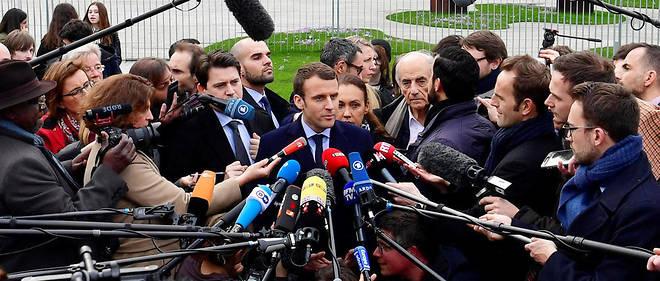 Emmanuel Macron à Berlin. François Fillon l'a attaqué sur son soutien à Angela Merkel sur la question des réfugiés.
