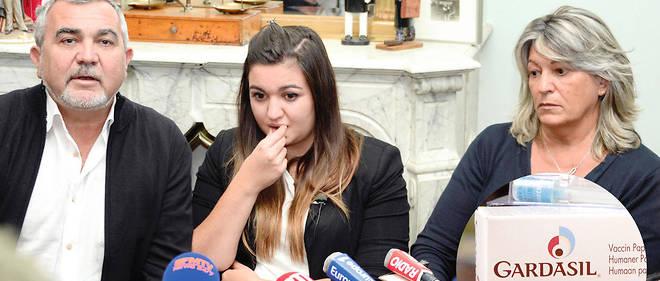 Victime. Marie-Océane, 18ans, entourée de ses parents lors d'une conférence de presse, le 25novembre, annonçant qu'elle a déposé une plainte contre le laboratoire Sanofi Pasteur MSD. La jeune fille, vaccinée il y a trois ans, souffre d'une sclérose en plaques.