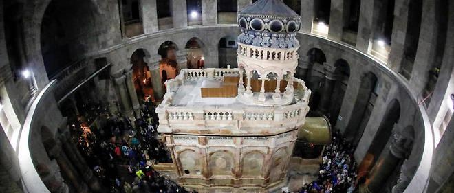 En neuf mois pratiquement, tout y a été démantelé, nettoyé et restauré, y compris les colonnes et les dômes situés au-dessus et à l'intérieur de l'édifice.