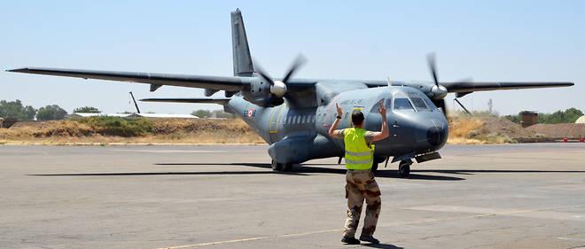 Un appareil de transport Casa sur le tarmac de l'aéroport de N'Djaména, au Tchad, le 27 février 2017.