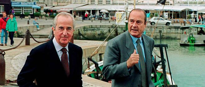 Le Premier ministre Édouard Balladur s'entretient avec le président du RPR Jacques Chirac, le 25 septembre 1993 à La Rochelle, lors du rassemblement d'automne des parlementaires du parti gaulliste.