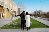 Rencontre amoureuse en noir et blanc à Ispahan, loin des regards. ©Isabelle Eshraghi