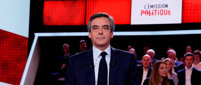 François Fillon souhaite qu'à l'école, « le premier contact avec l'histoire de ce pays rende les élèves fiers de ce pays».