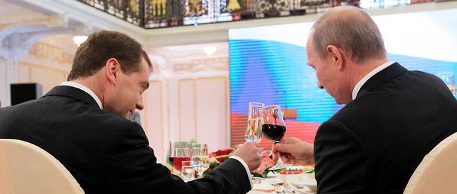 Le président russe Vladimir Poutine (à droite) et son fidèle lieutenant Dmitri Medvedev (ici en 2011).