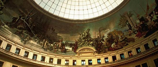 FRANCE. PARIS (75) 1ST DISTRICT. INTERIOR VIEW OF THE BOURSE DE COMMERCE, THE CUPOLA AND THE FRESCO OF 1400 M SYMBOLIZING THE HISTORY OF TRADE BETWEEN CONTINENTS.END OF 2018 WILL OPEN THE NEW SPACE DEDICATED TO THE FRANCOIS PINAULT FINE ART COLLECTION IN PARIS.