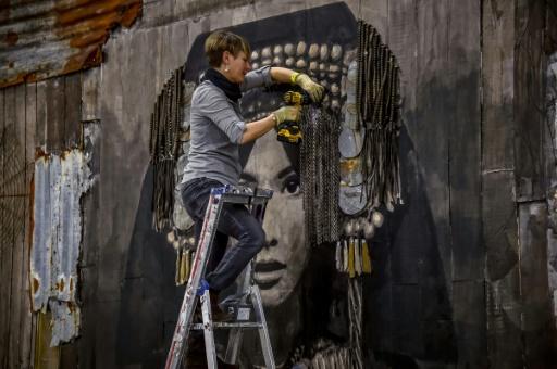 YZ réalise une oeuvre de street art à La Condition Publique à Roubaix le 29 mars 2017 © PHILIPPE HUGUEN AFP