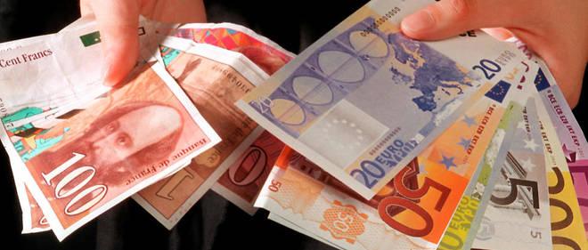 Les billets et pièces en euros ont été mis en circulation le 1er janvier 2002.