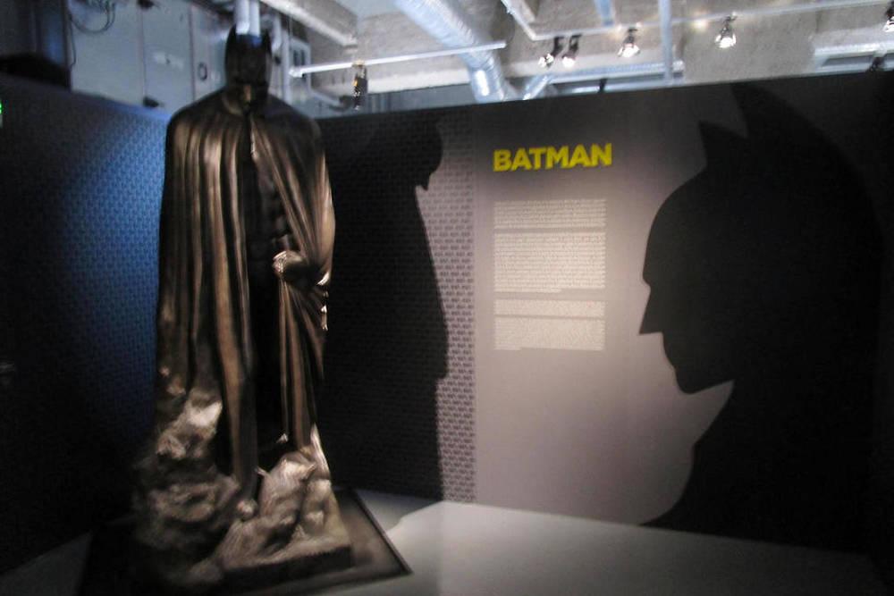 Statue de Batman présente à la fin de The Dark Knight Rises.