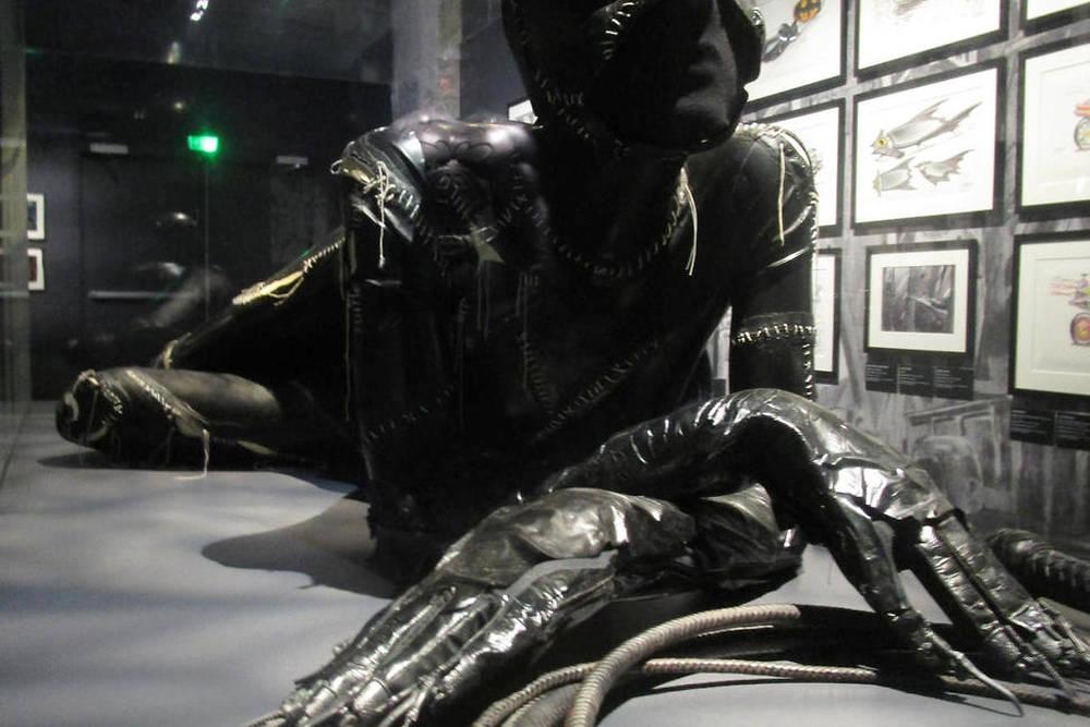 Costume porté par Michelle Pfeiffer dans Batman, le défi (1992).