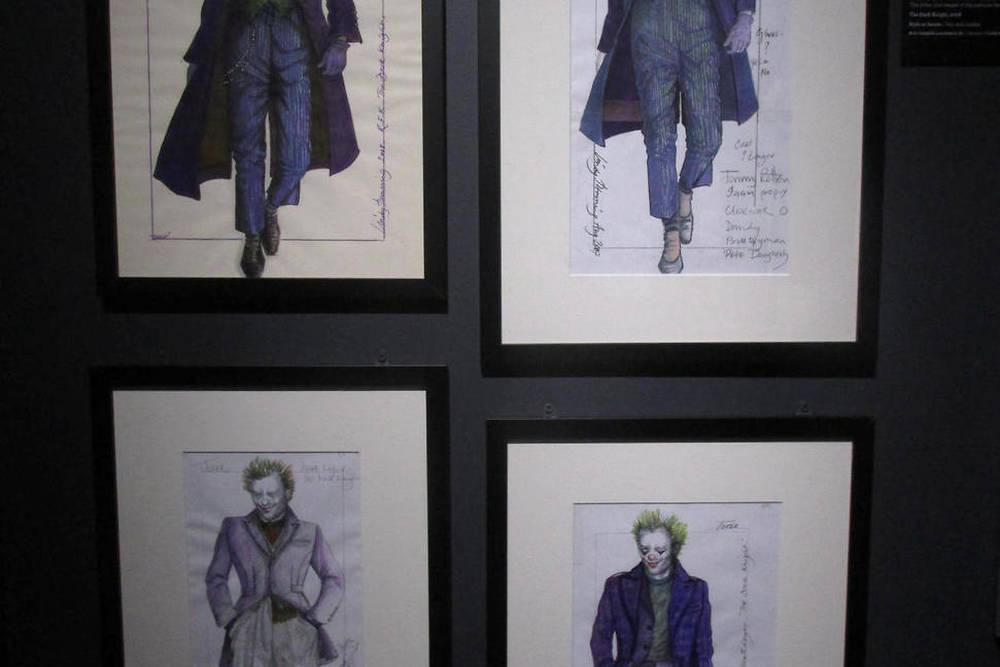Concept arts pour le costume du Joker dans The Dark Knight.