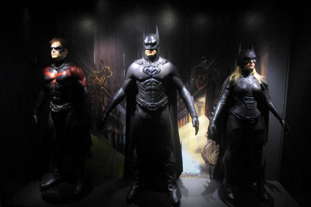 Les costumes de Robin, Batman et Batgirl dans le film de Joel Schumacher (1997).