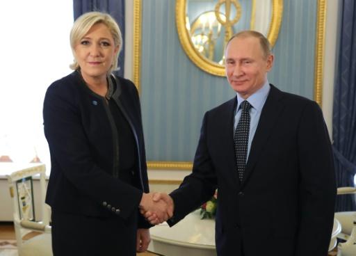 Le président russe Vladimir Poutine reçoit au Kremlin à MOscou la candidate à la présidentielle française Marine Le Pen, le 24 mars 2017 © Mikhail KLIMENTYEV SPUTNIK/AFP