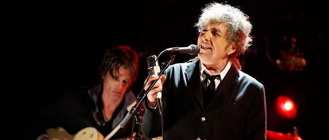 Bob Dylan avait hésité à venir recevoir son prix. Il a finalement décidé de se rendre à Stockholm, en demandant une cérémonie en petit comité.
