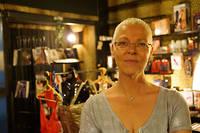 Florence, gérante du sex-shop de Nevers, le seul du département de la Nièvre.