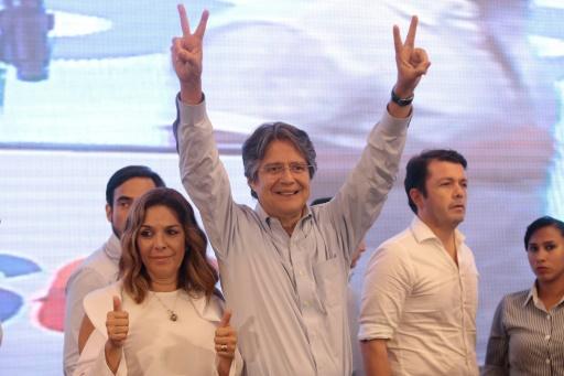 Le candidat à la présidentielle Guillermo Lasso, le 2 avril 2017 à Guayaquil, en Equateur © Juan Cevallos AFP