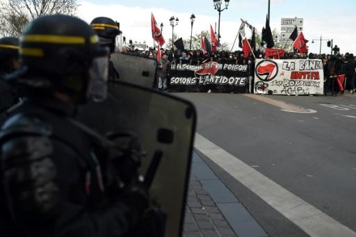 Manifestation contre le Front National, à Bordeaux, en marge d'un meeting de Marine Le Pen, le 2 avril 2017 © NICOLAS TUCAT AFP